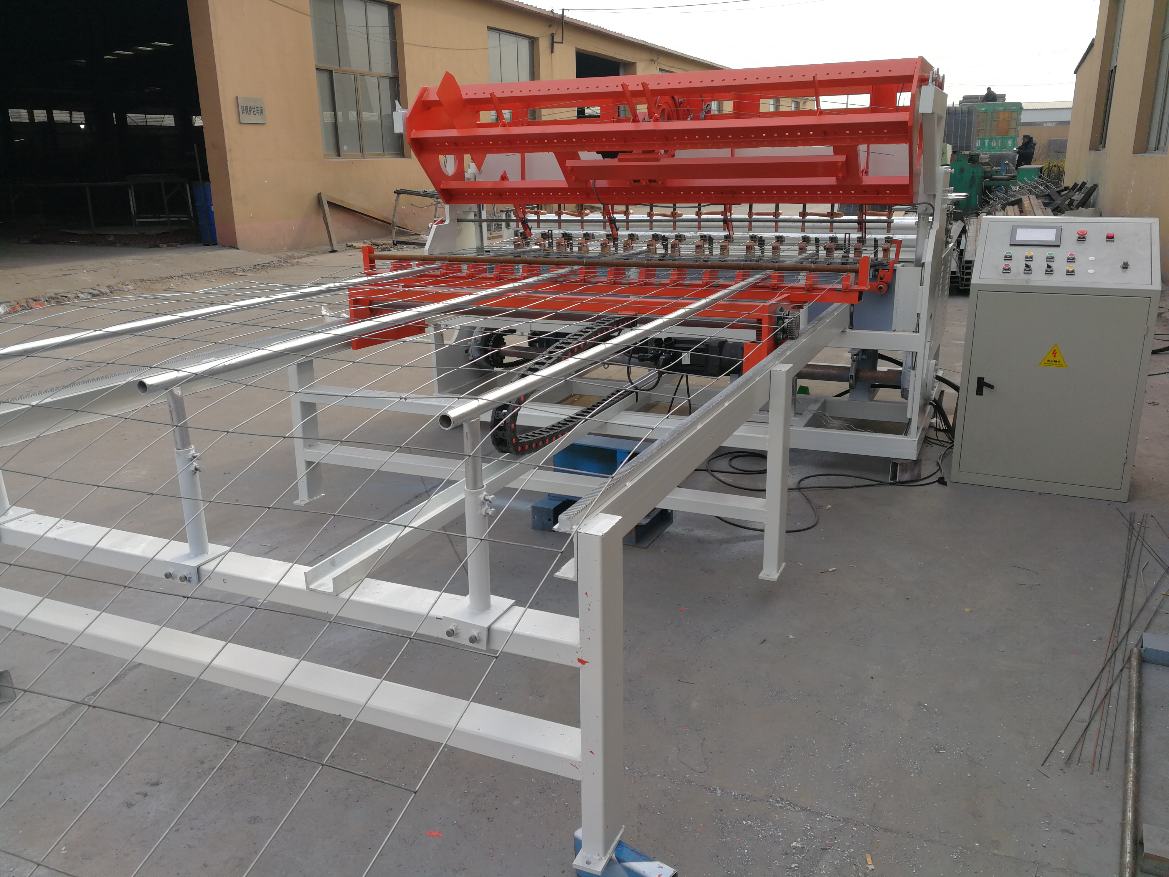 Automatic wire mesh welding machine in roll mesh